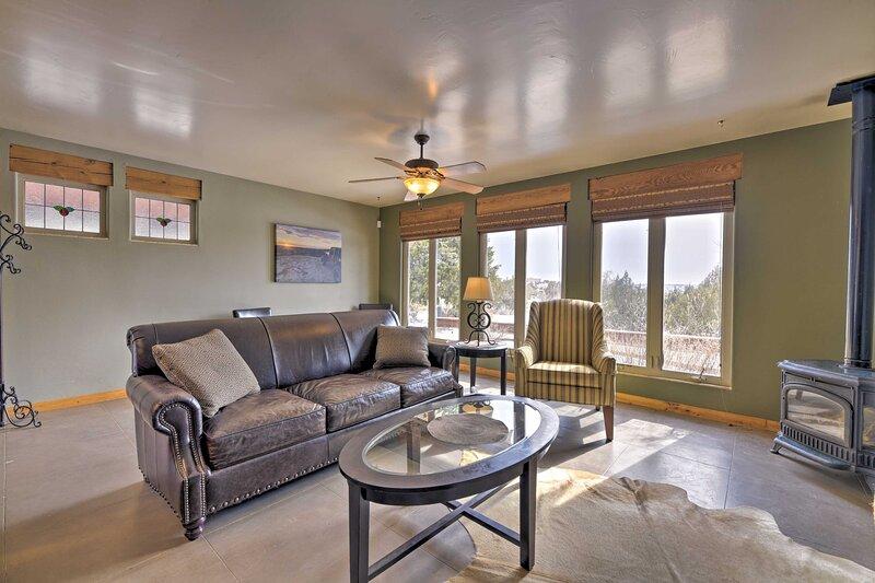 NEW! Southwestern Escape: 3 Mi to Farmington Lake!, holiday rental in Flora Vista