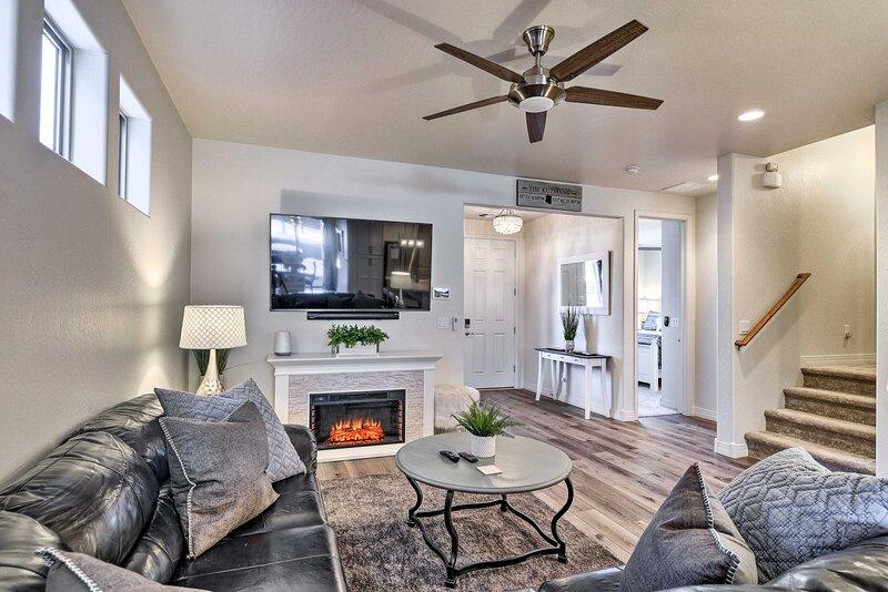 Modern Flagstaff Home < 4 Mi to NAU & Dtwn!, holiday rental in Bellemont