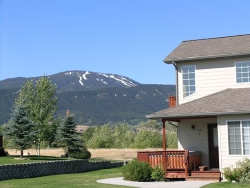 Beartooth Montana Getaway ~ Stay in this Mountain Getaway Townhome on Red Lodge, aluguéis de temporada em Roberts