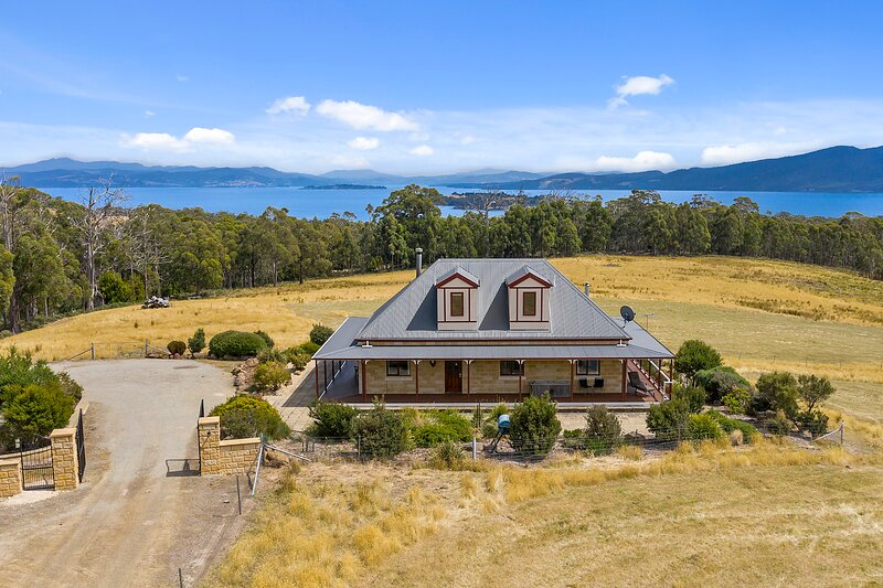 Manfield Country Cottage - Bruny Island, vacation rental in South Bruny