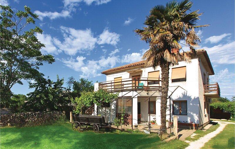 Stunning home in Liznjan with WiFi and 3 Bedrooms (CIZ261), aluguéis de temporada em Sisan