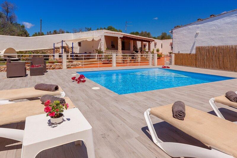 Villa - 6 Bedrooms with Pool and WiFi - 109088, aluguéis de temporada em San Rafael