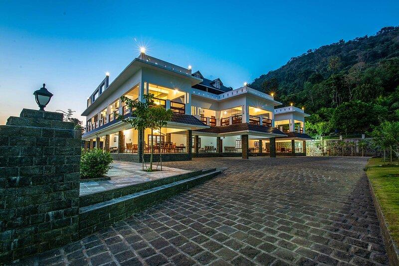 Springhills Villa & Ayurvedic Spa by Vista Rooms, holiday rental in Chalakudy