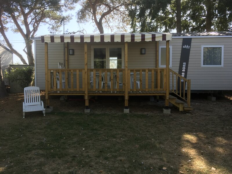 Sejourner au camping du Domaine de Dugny en Mobil-homes, holiday rental in Saint-Nicolas-des-Motets