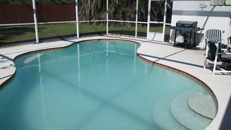 3 bed  villa  with pool, spa,  close to theme parks, aluguéis de temporada em Southport