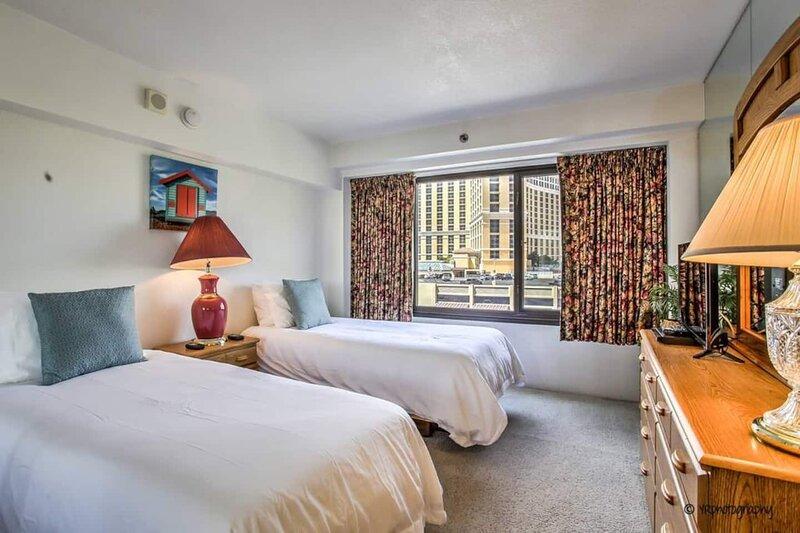 ON THE STRIP! | Classic Comfort - 2 Bedroom Condo, casa vacanza a Las Vegas