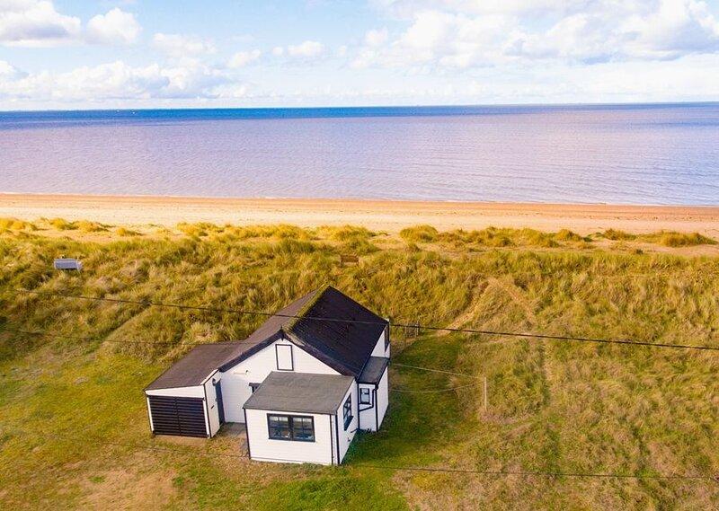 AJ Retreats - Rajas Rests (Beach House), holiday rental in Dersingham