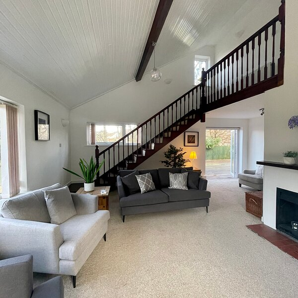 Hutton a Spacious Private Detached Holiday Home in Ilfracombe, holiday rental in Lee