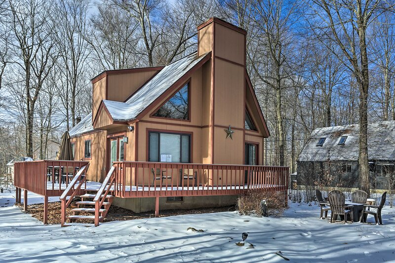 NEW! Pocono Mtns Cabin: < 2 Mi to Arrowhead Lake!, holiday rental in Thornhurst