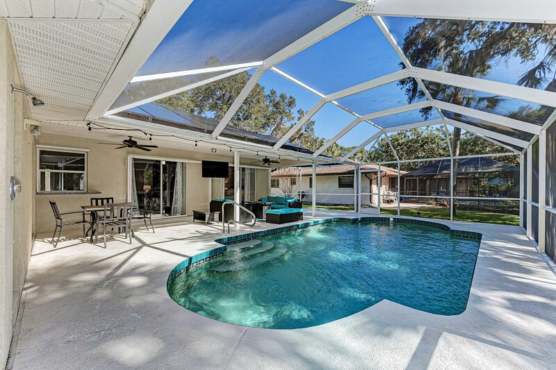 NEW! Modern Venice Home w/ Pool: 4 Mi to the Beach, holiday rental in South Venice
