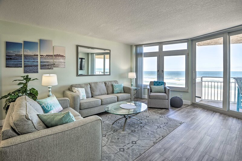 NEW! Ocean Lover's Dream - Steps to Daytona Beach! – semesterbostad i Ponce Inlet