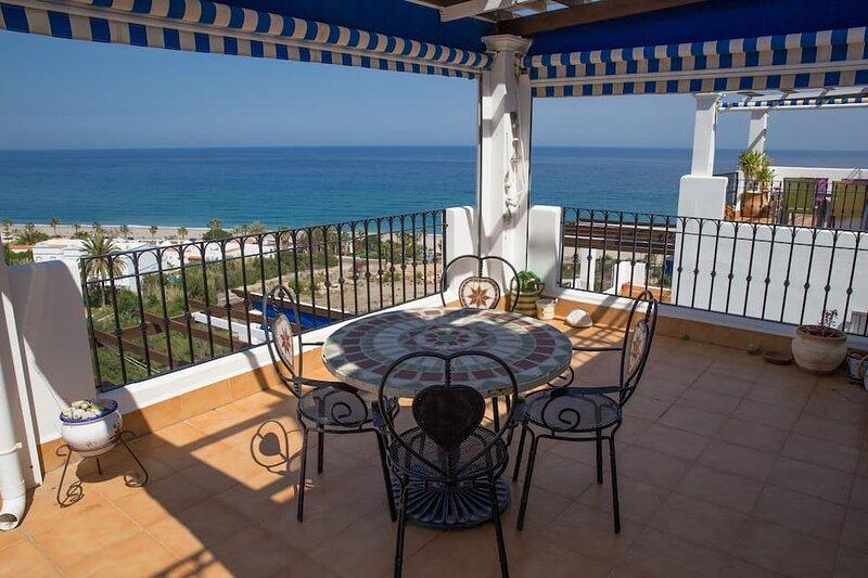 Cumbres II, 2 bedroom, 2 bathroom, stunning sea & mountain views, holiday rental in Playa Macenas