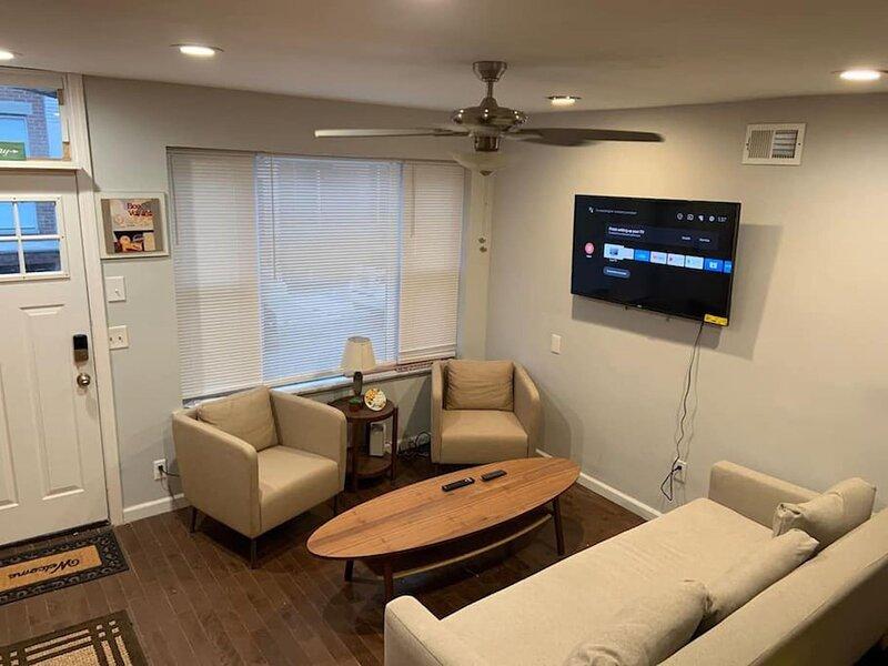 Clean and sleek 2 bedroom home in South Philly, aluguéis de temporada em Williamstown