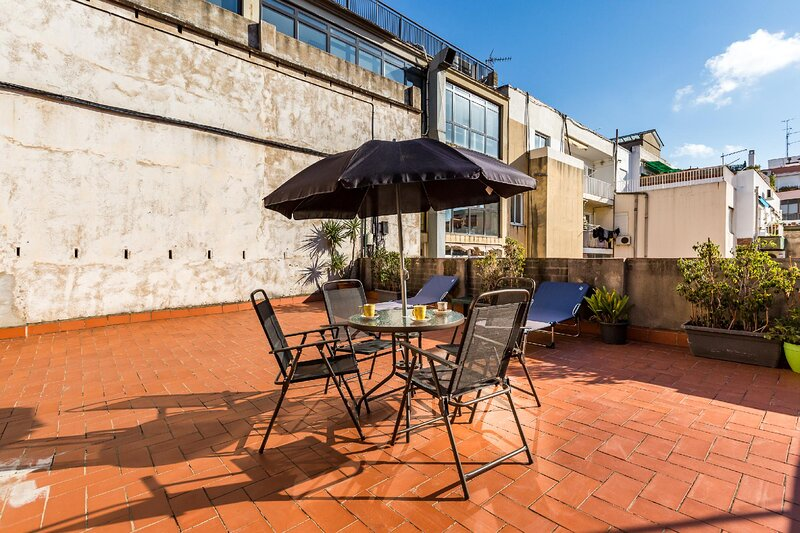 Venetian ceramic walls, hydromassage shower and a huge private terrace! There are two separate bedrooms that each sleep 2 people and an additional sofa bed that sleeps a further two people. Suitable for families and close friends. First of all, welco...
