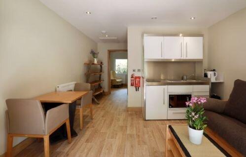 Pinetum Garden Cottages - Moongate 3, vacation rental in Rescorla