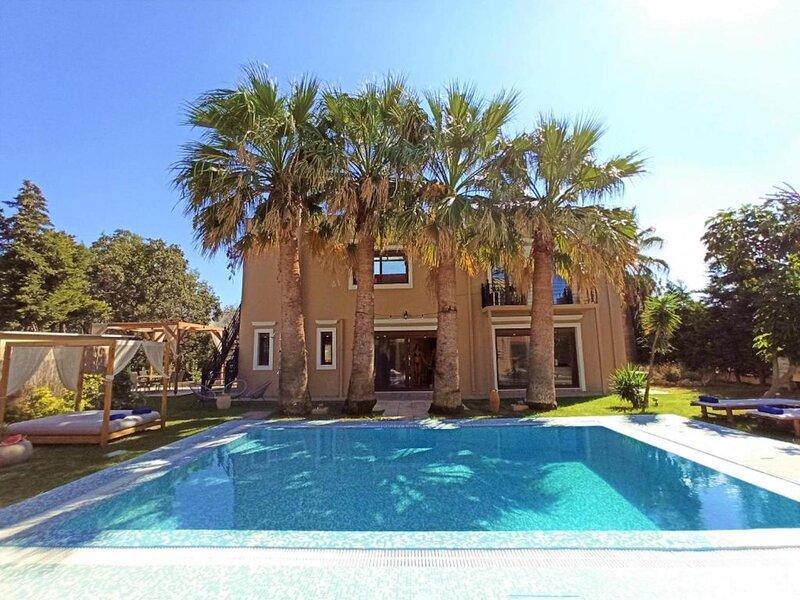 Luxury Mansion Rhodes, Ialysos, Private Pool, 5 Bedrooms, holiday rental in Ialyssos