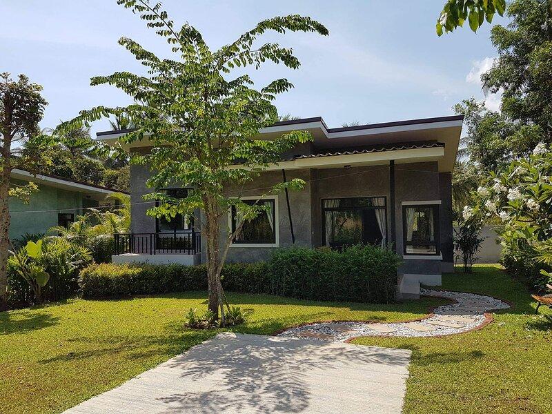 Beautiful Cottages in Lush Tropical Setting, alquiler vacacional en Ban Thong Nai Pan