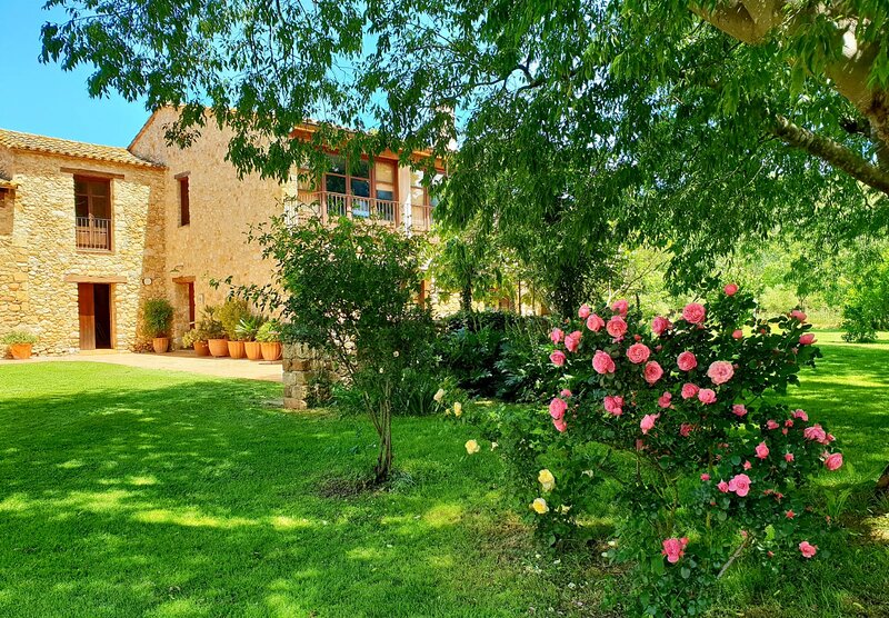 Mas Els Lledoners: casa rural en Girona, a 35km de la Costa Brava, vacation rental in Sales De Llierca