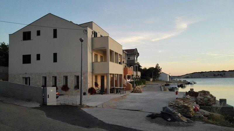 Two bedroom apartment Šimuni, Pag (A-18386-a), location de vacances à Simuni