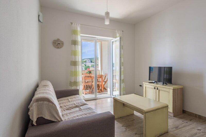 Simuni Apartment Sleeps 5 with Air Con - 5882124, location de vacances à Simuni
