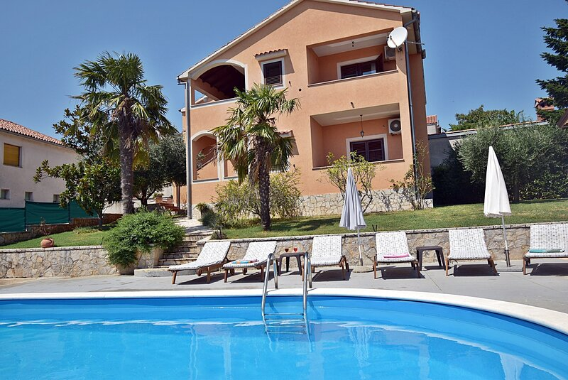 Holiday Home Alin - Three Bedroom House with Private Pool, location de vacances à Prhati