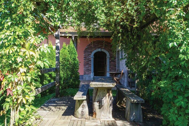 House Na Meji, location de vacances à Postojna