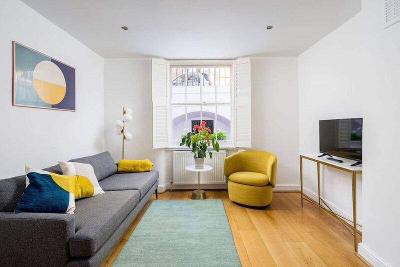 Chic & modern 2-bed flat w/ patio in Pimlico, Central London, aluguéis de temporada em Londres