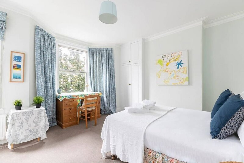 Lovely 3 bed house w/ a rooftop terrace in Fulham, holiday rental in Hounslow