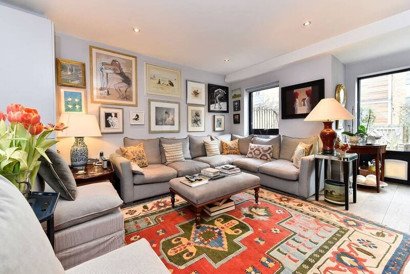 Magnificently Designed 2 Bed House by the Thames, vacation rental in Hounslow