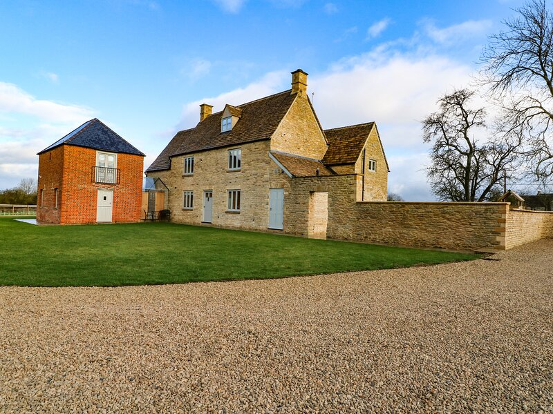 Morgans Farmhouse, Bampton, Oxfordshire, holiday rental in Carterton