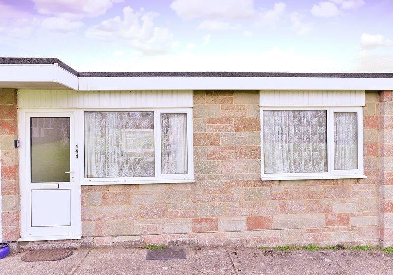 144 Sandown Bay Holiday Park, Yaverland, Sandown, holiday rental in Brading