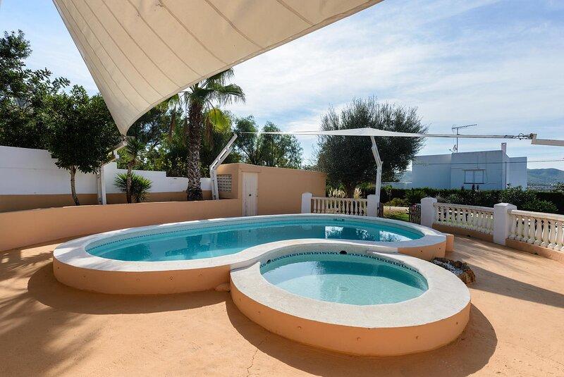 Casa Christa, with private pool and tennis court. – semesterbostad i Ibiza