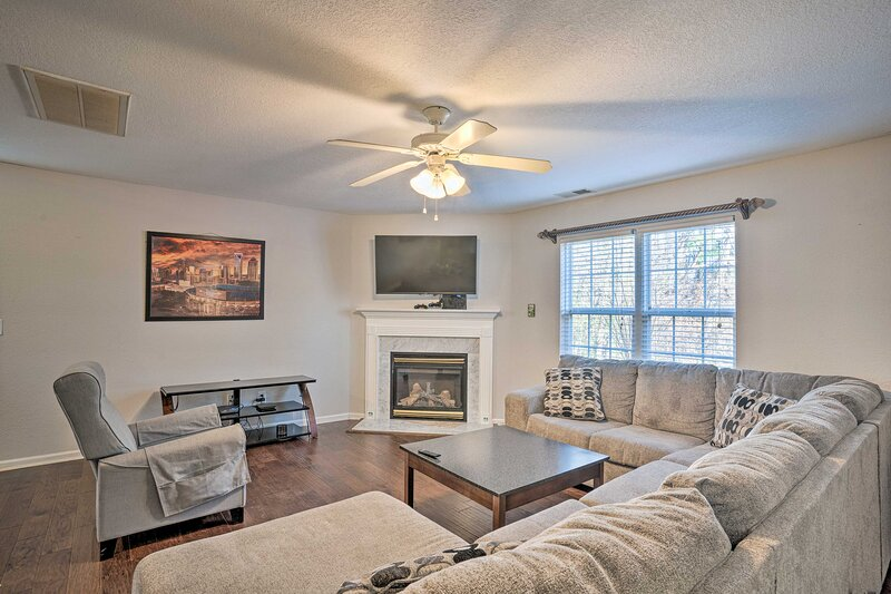 NEW! Family & Pet-Friendly Escape, 7 Mi to Uptown!, alquiler vacacional en Newell