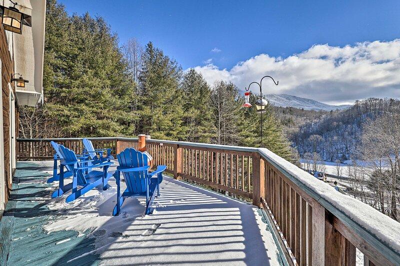 Quaint Creston Hideaway w/ Mtn Views & Hot Tub!, alquiler vacacional en Mountain City
