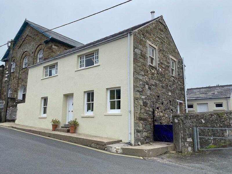 THE VESTRY, 3 bedroom, Pembrokeshire, holiday rental in Moylegrove