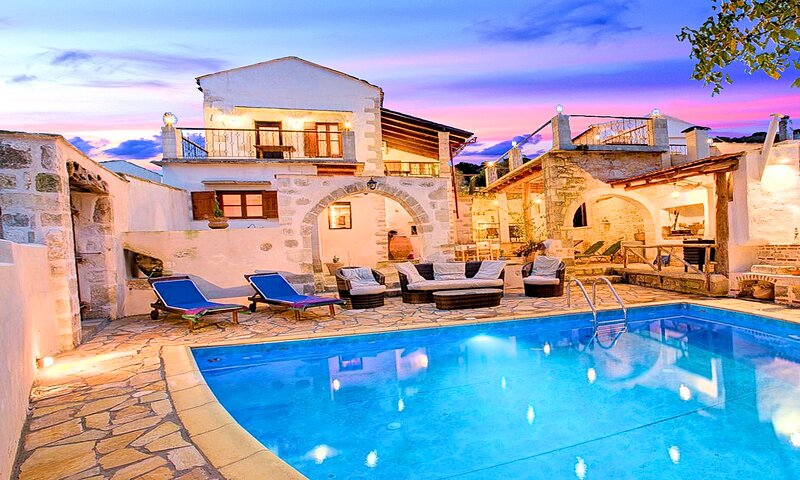 Grape Cottage with Private Heated Pool, vacation rental in Gavalohori