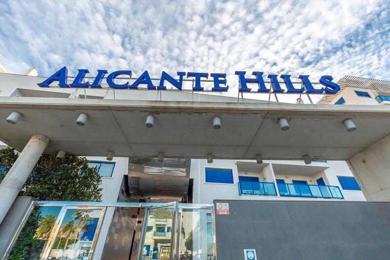 Alicante Hills Courtyard View Sleeps 6, location de vacances à Cocentaina