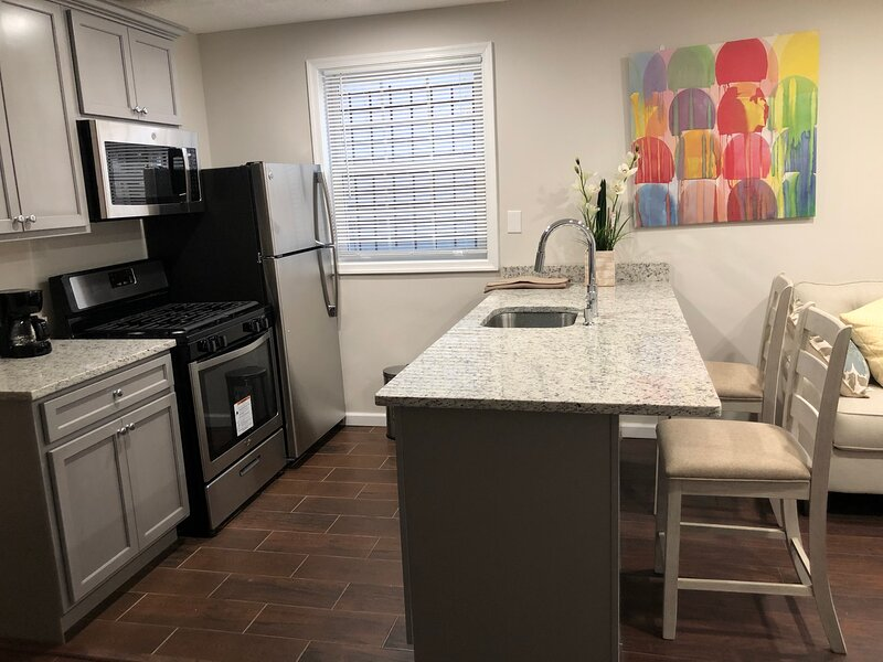 Renovated  One Bedroom Apt. in Historic District, holiday rental in Suitland