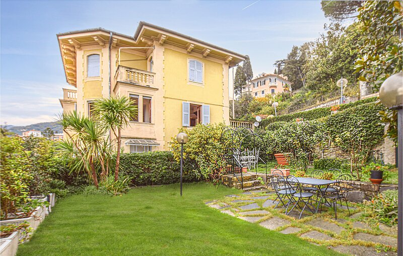 Awesome apartment in Rapallo with 3 Bedrooms (ILL807), holiday rental in Coreglia Ligure