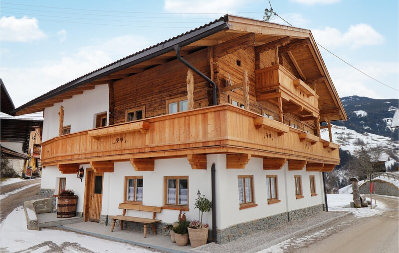Stunning home in Kolsassberg with WiFi and 4 Bedrooms (ATI018), holiday rental in Kolsassberg