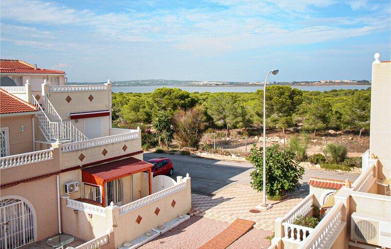Beautiful home in Torrevieja with 3 Bedrooms (EBI378), location de vacances à El Chaparral