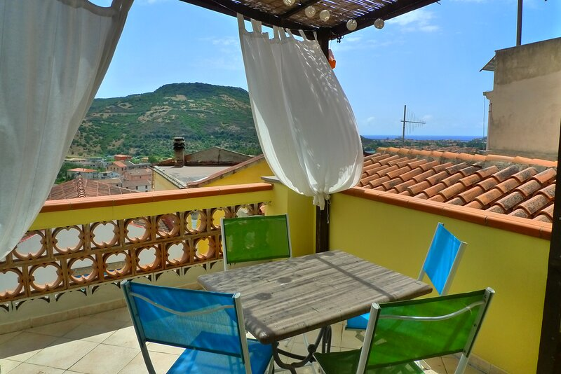 Sea view holiday home 2-4 Pers., Ferienwohnung in Bonorva