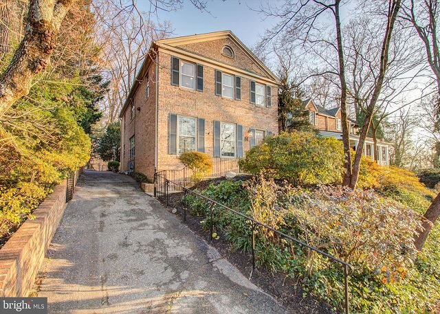 Large Beautifully Maintained Furnished Palisades Home, Ferienwohnung in McLean