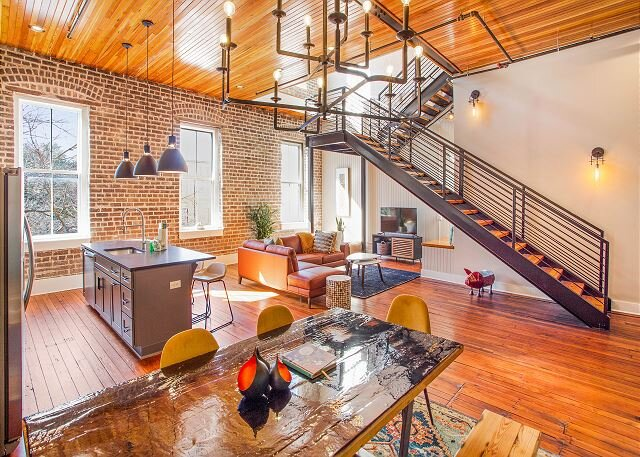 Stunning, Spacious, Stylish Loft off of Broughton Street by Lucky Savannah, holiday rental in Rincon