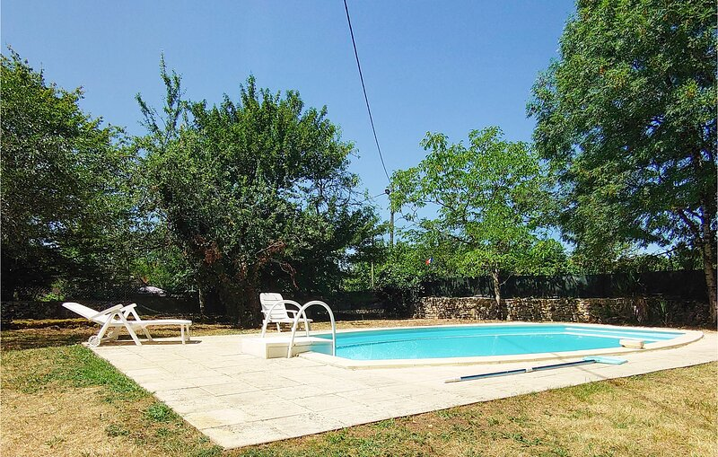 Awesome home in Saint Rabier with Outdoor swimming pool and 4 Bedrooms (FAD422), casa vacanza a Granges d'Ans