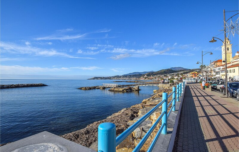 Beautiful apartment in S. Stefano al Mare with 2 Bedrooms (ILP171), vacation rental in Pompeiana