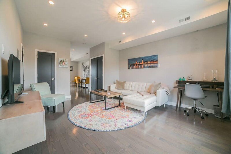 Beautiful new construction 2 bedrooms, 2.5 bathroom home in the heart of Fairmount.  Modern decor with hardwood floors, stainless steel appliances, and a rooftop deck.  Neutral colors throughout, with plenty of natural light in the home. Be close to ...