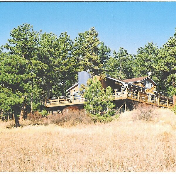 Beautiful Mountain Home w/Hot Tub Bordering National Forest, alquiler vacacional en Nederland