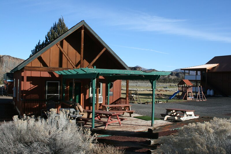 Classic Timber Framed Chalet, holiday rental in Crooked River Ranch