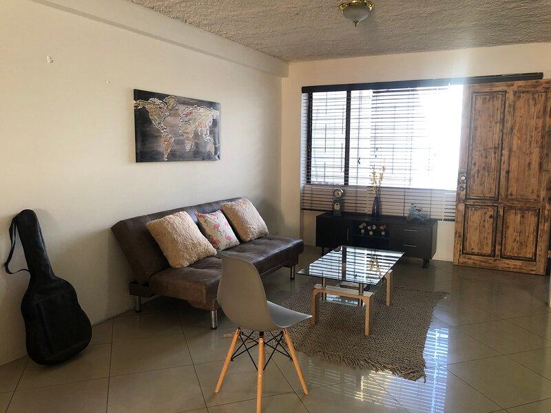 Apart equipado 6 personas, parqueo, kworking, wifi, aluguéis de temporada em Santo Domingo de Heredia